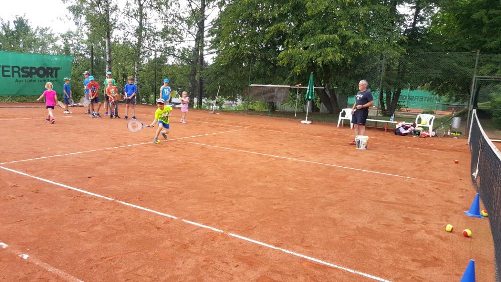 09 Erste Versuche im Tennis 2