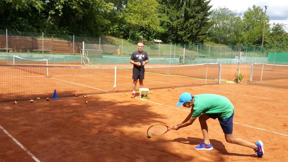 10 Erste Versuche im Tennis 3