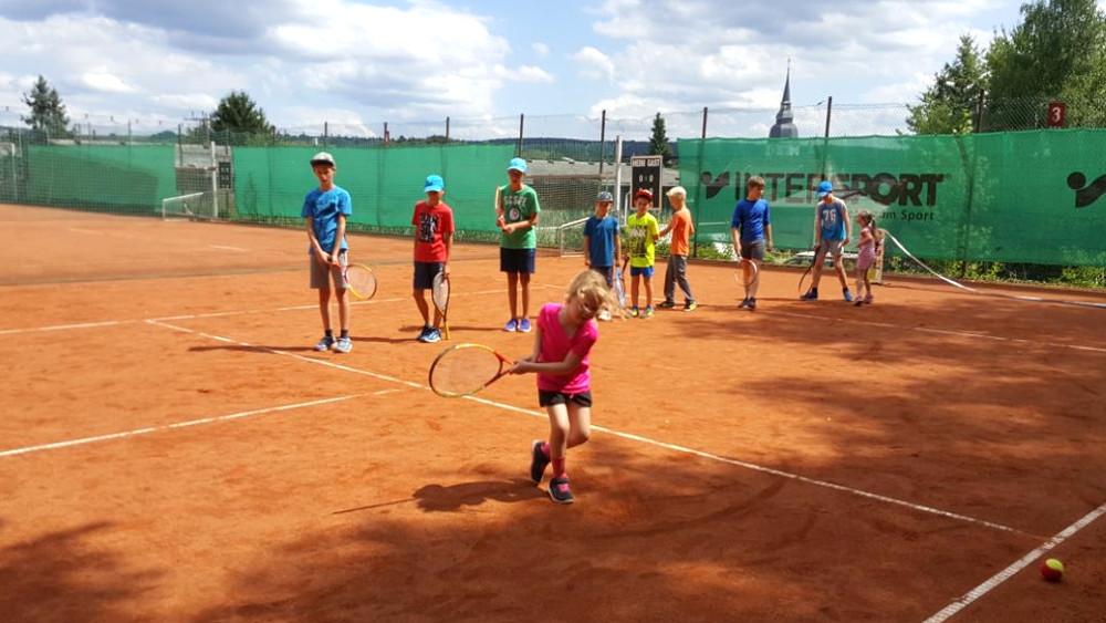 11 Erste Versuche im Tennis 4